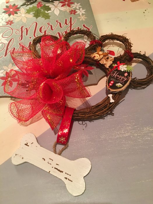 DIY Paw Wreath For The Pet Lover
